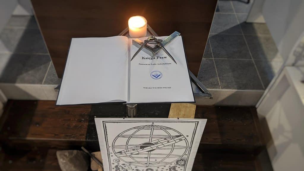 Księga Praw Szanownej Loży Astrolabium